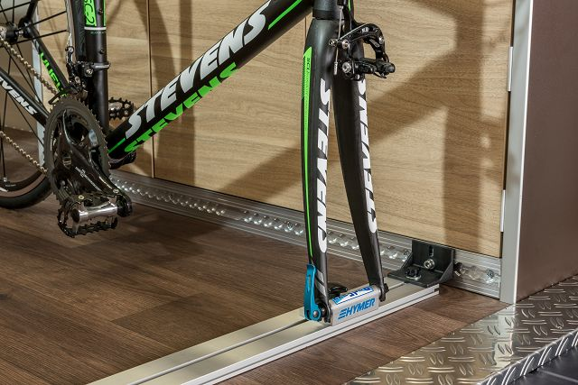 radfazz fahrradschiene ohne gabelhalter und spanngurt. Black Bedroom Furniture Sets. Home Design Ideas